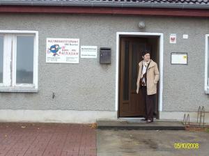 Eingang zum Gemeindehause mit Multi-Media-Zentrum
