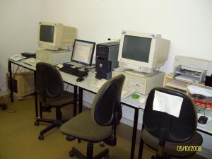 Drei der vier internet-fähigen Computer